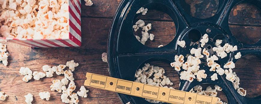 ¿Sabes por qué comemos palomitas de maíz en el cine?