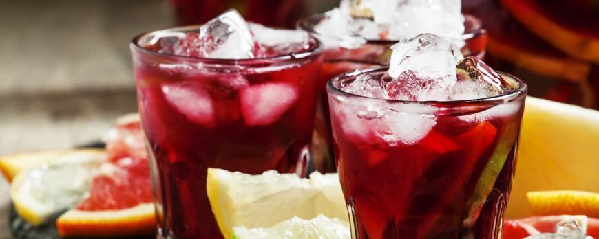 Prepara nuestra receta de sangría y alquila tu enfriadora de bebidas para tu fiesta